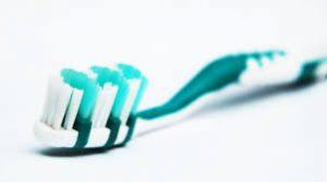 pulizia denti fai da te