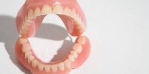 pulire la dentiera
